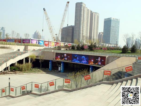 天津市地铁5号线文化中心站P8户外表贴显示屏