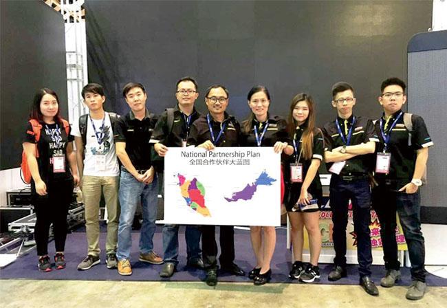 第27届马来西亚国际广告及LED展联诚发工作人员合影